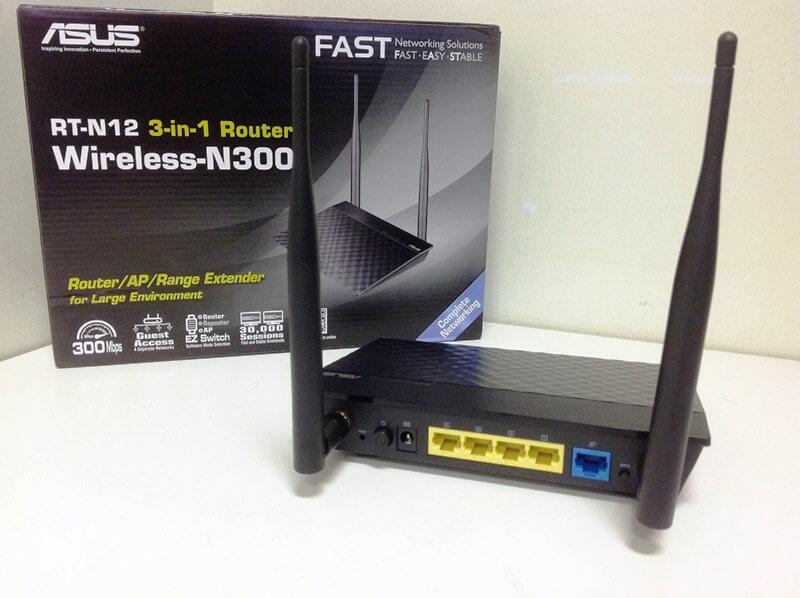 Asus RT N12 вид на основные порты подключения